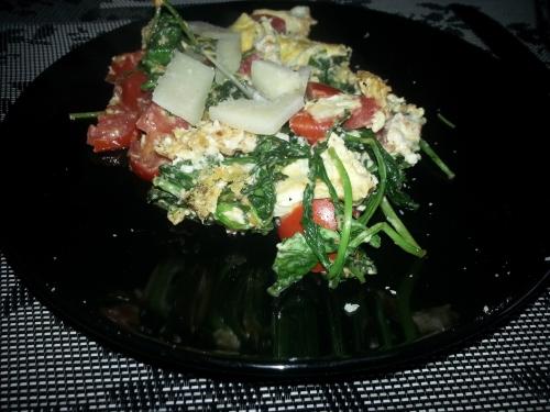 Rührei mit Tomate-Rucola